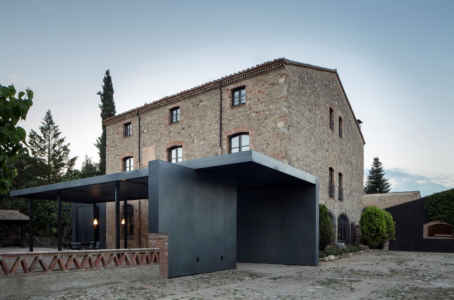 聖馬提住宅,金屬回廊平衡新與舊的關系 / Francesc Rifé Studio插图(1)