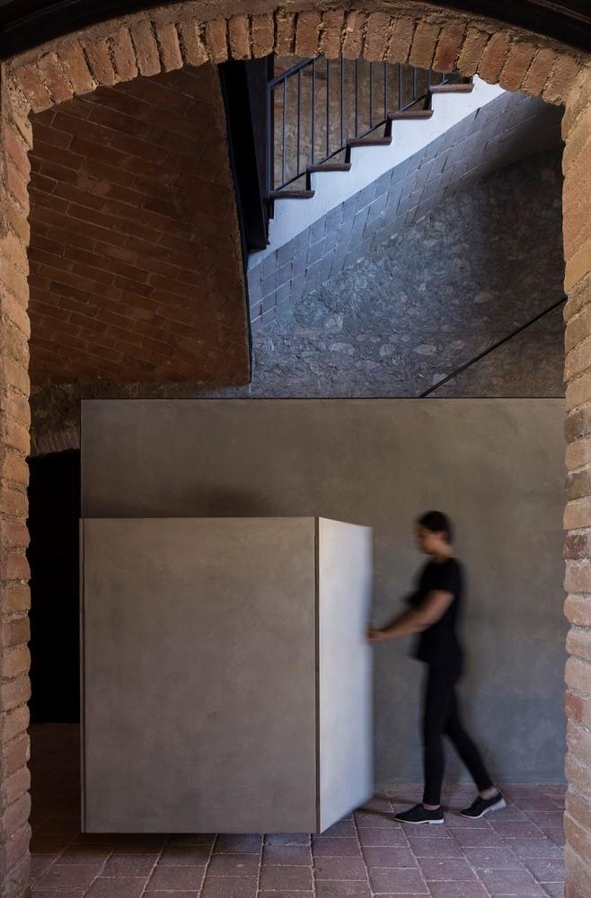 聖馬提住宅,金屬回廊平衡新與舊的關系 / Francesc Rifé Studio插图(5)