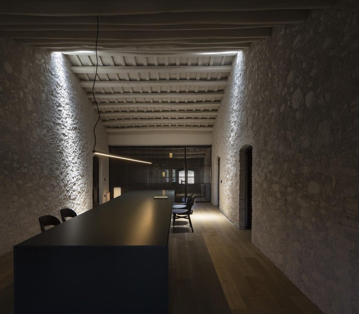 聖馬提住宅,金屬回廊平衡新與舊的關系 / Francesc Rifé Studio插图(9)