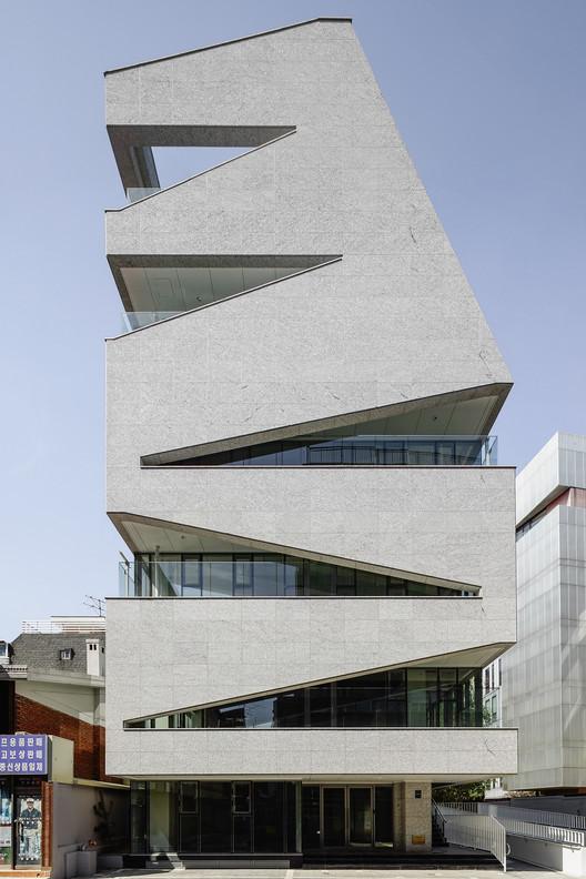 M.C. 大樓,被打開的建築盒子  URCODE Architecture插图4