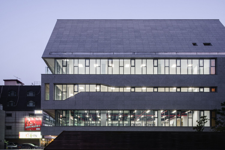 M.C. 大樓,被打開的建築盒子  URCODE Architecture插图